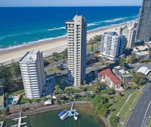 Capricorn One Beachside Holiday Apartments - Official Surfers Paradise